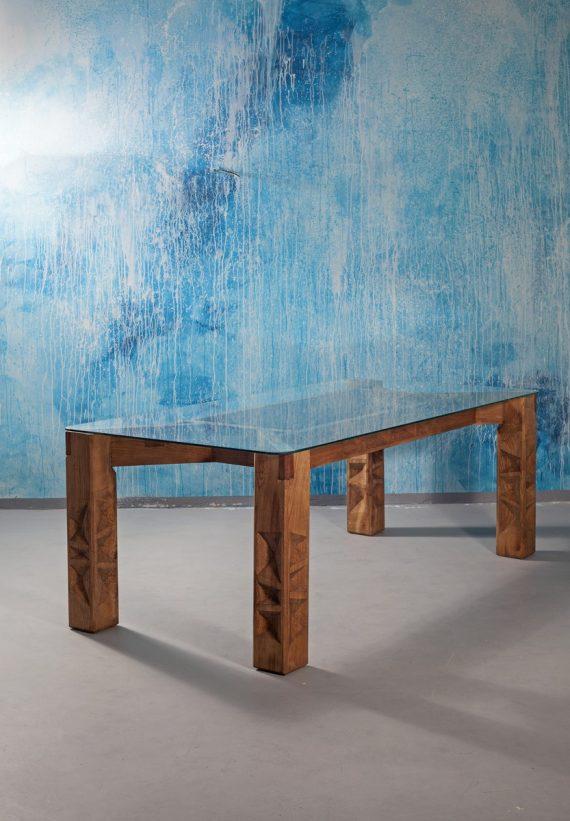 Jídelní stůl se skleněnou deskou na masivních dubových nohách