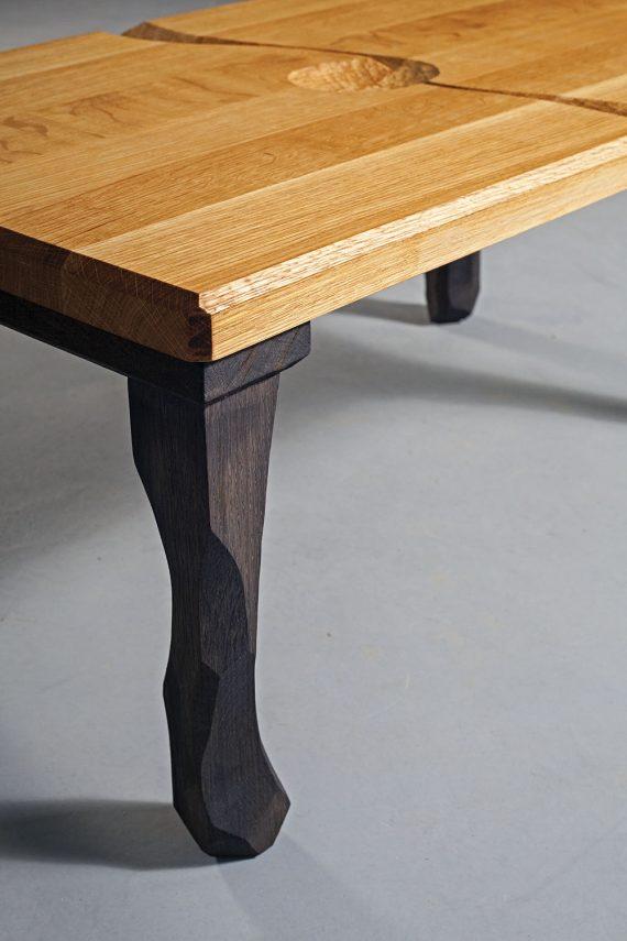 Dubový konferenční stolek
